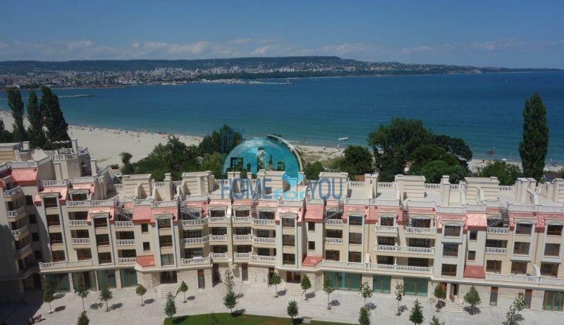 Просторная двухкомнатная квартира в комплексе Варна Саут Бей Бийч Резидънс