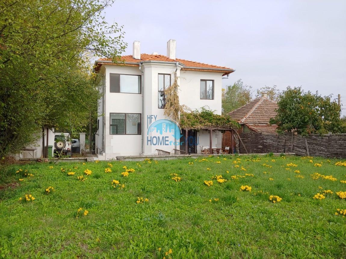 Отличный, большой  двухэтажный  дом в деревне Дюлево, Бургас