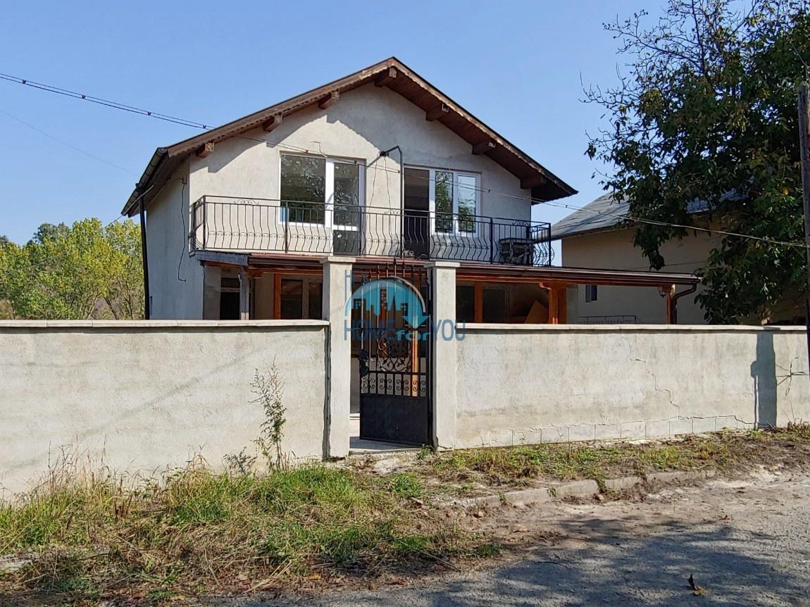 Двухэтажный дом плюс цокольный этаж 204 кв.м на земельном участке 650 кв.м в поселке Дюлево в 25 км от Бургаса