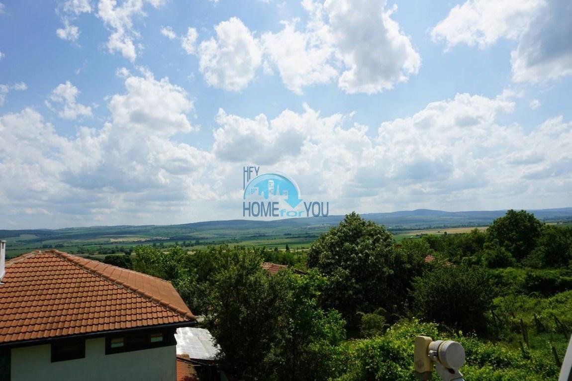 Отличный двухэтажный дом с видом на горы в деревне Горица