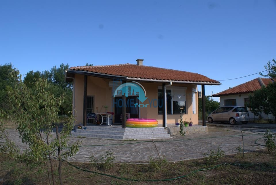 Жилой дом с двором в деревне Ливада, Бургас