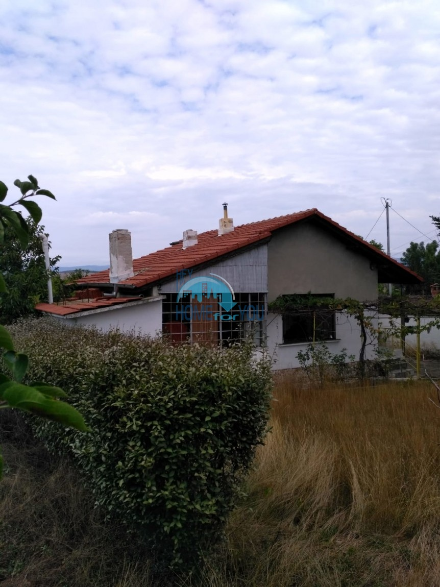 Дом с двором на продажу в деревне Медово, Бургас