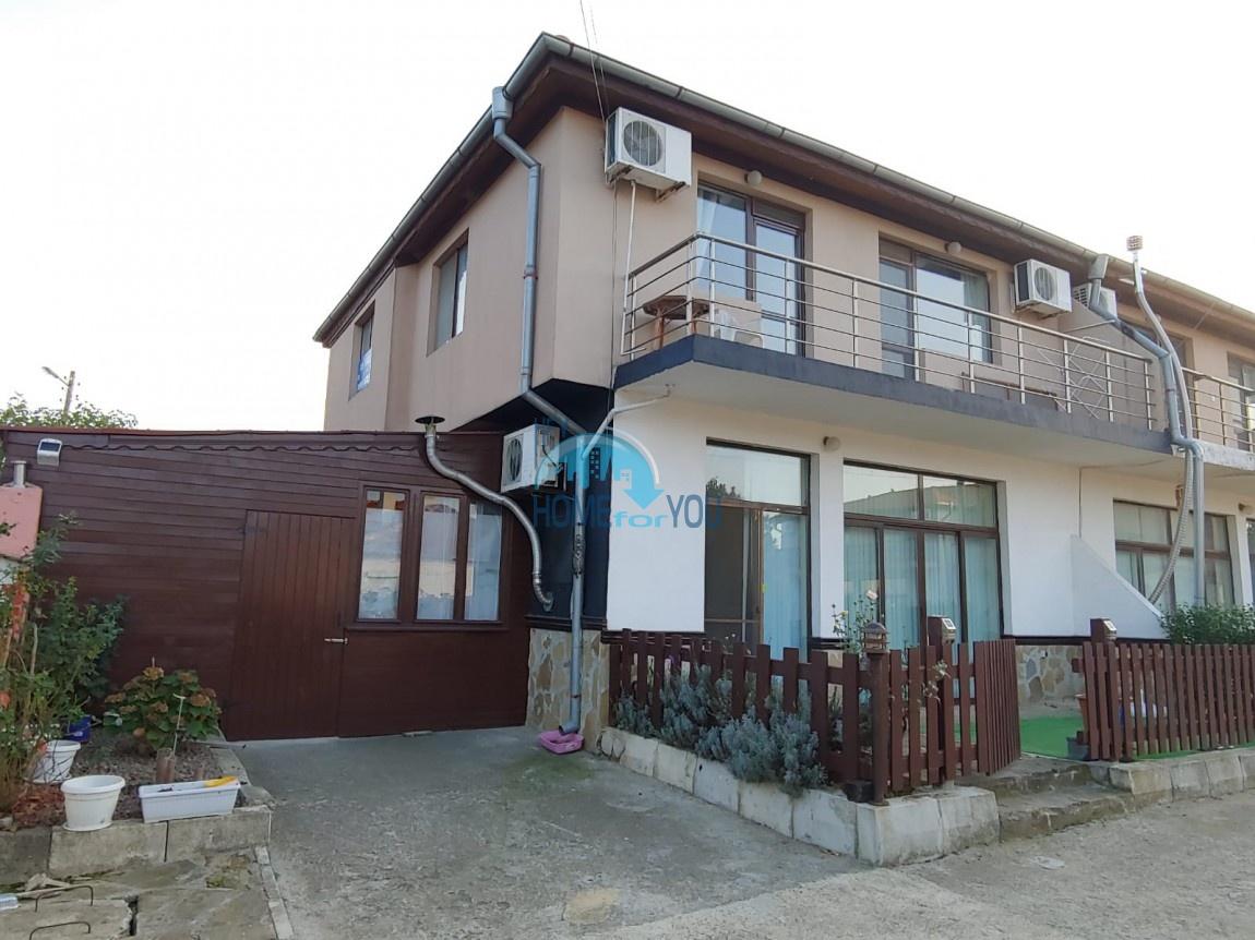 Меблированный двухэтажный дом с бассейном без таксы обслуживания в поселке Порой, недалеко от Бургаса и Солнечного берега
