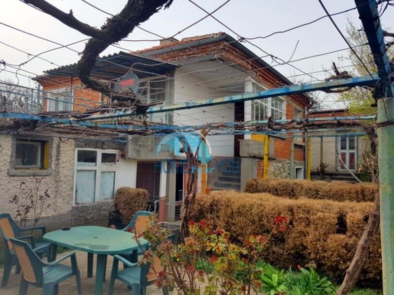 Просторный двухэтажный дом в экологически чистой местности - уютном и тихом с. Прилеп, обл. Бургас