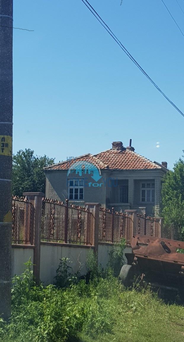 Дом с большим двором на продажу в деревне Росен