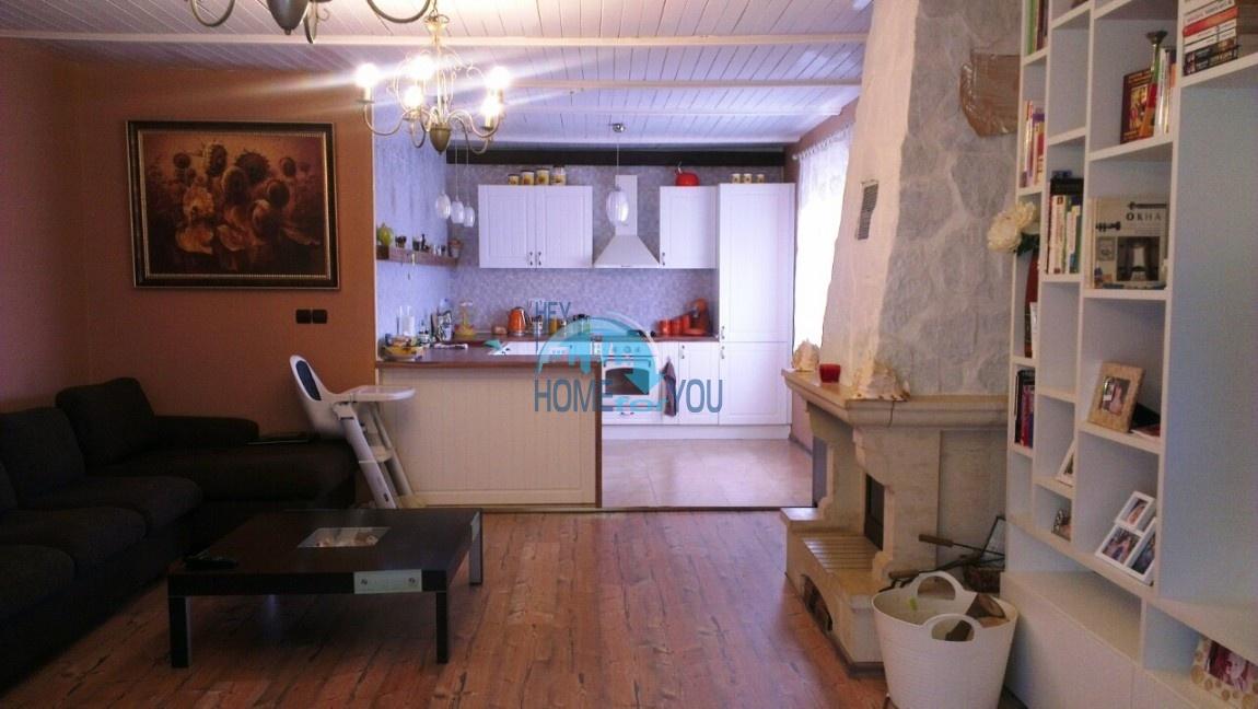 Отличный, полностью обставленный дом с большим участком в деревне Тънково