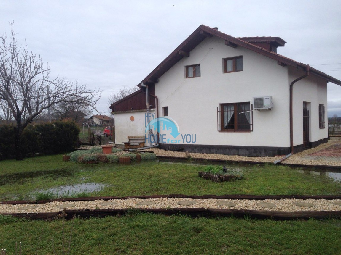 Чудесный, меблированный дом с двором в деревне Tрастиково