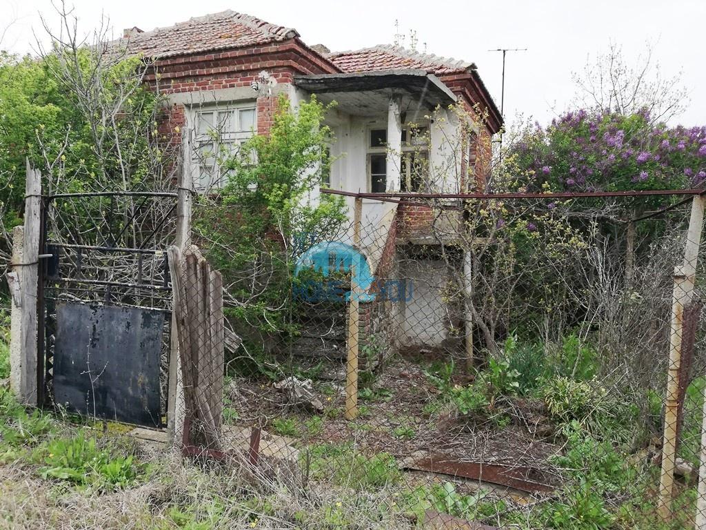 Дешевый дом с двором на продажу в деревне Вратица, Бургас