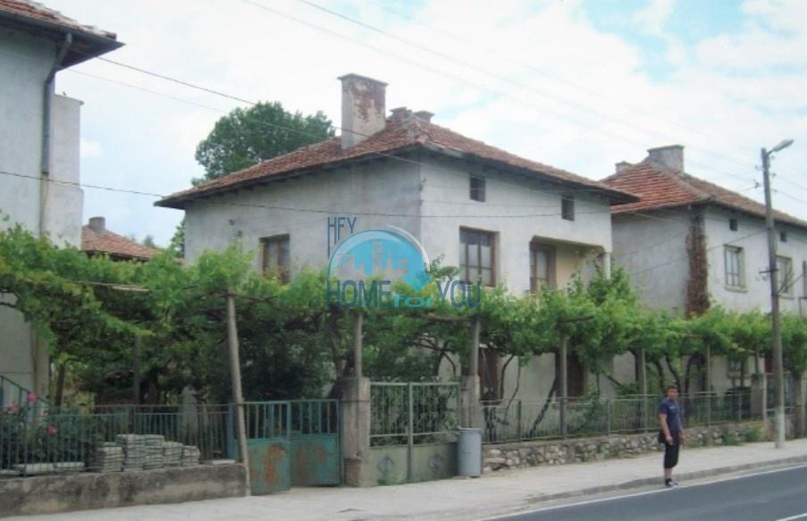Большой двухэтажный дом с двором в деревне Долна Градешница, Сандански