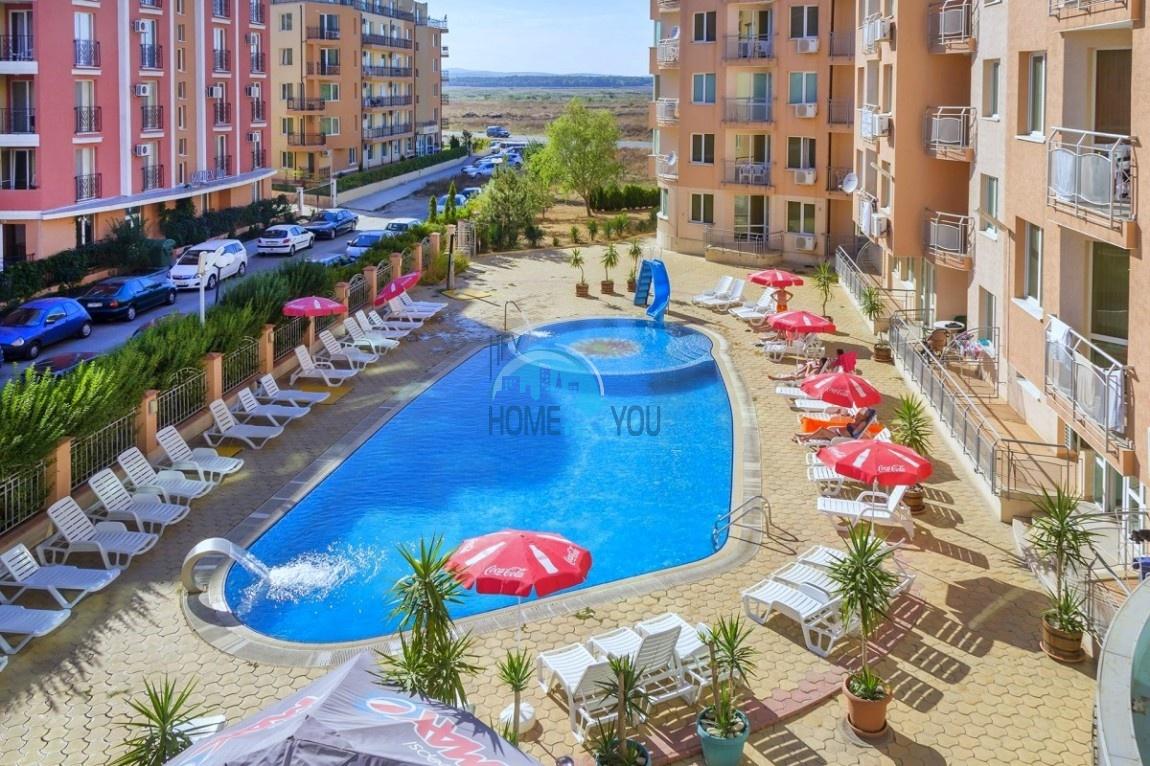 Трехкомнатный меблированный апартамент с отдельной кухней в комплексе «Black Sea», популярный Солнечный Берег