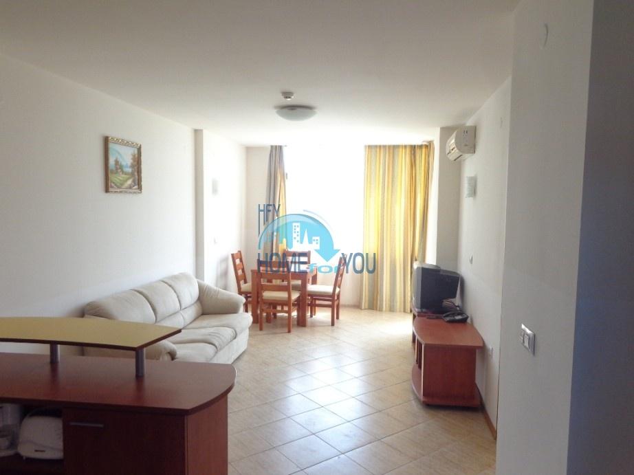 Большая двухкомнатная квартира с дизайнерской отделкой на Солнечном берегу