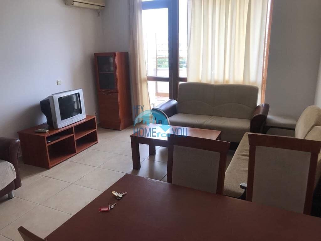 Большая, меблированная трехкомнатная квартира на Солнечном берегу