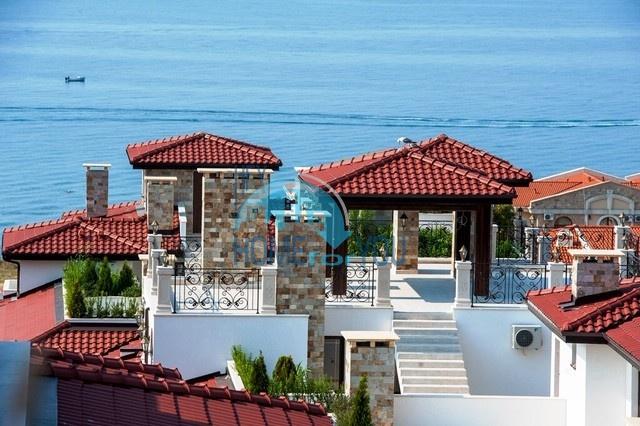 Двухкомнатная квартира с панорамным видом на море в комплексе Артур, Святой Влас 9