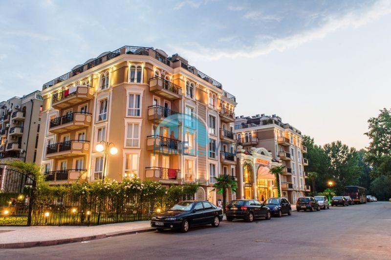 Трехкомнатная квартира в элитном комплексе на Солнечном берегу