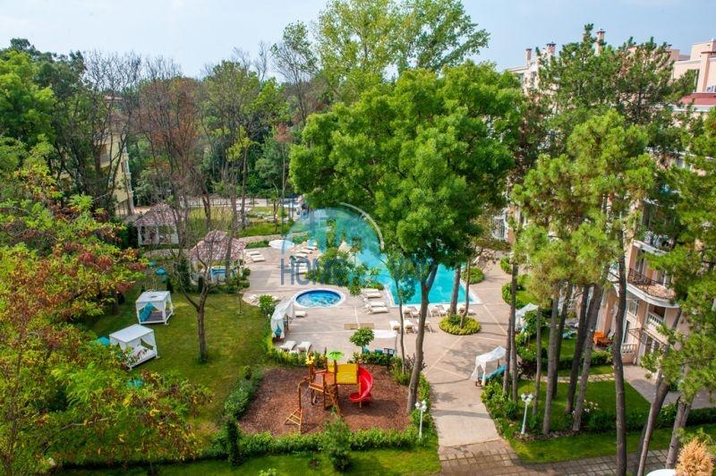 Двухкомнатная квартира в элитном комплексе на курорте Солнечный берег 4