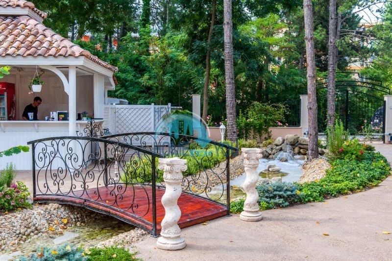 Двухкомнатная квартира в элитном комплексе на курорте Солнечный берег 7