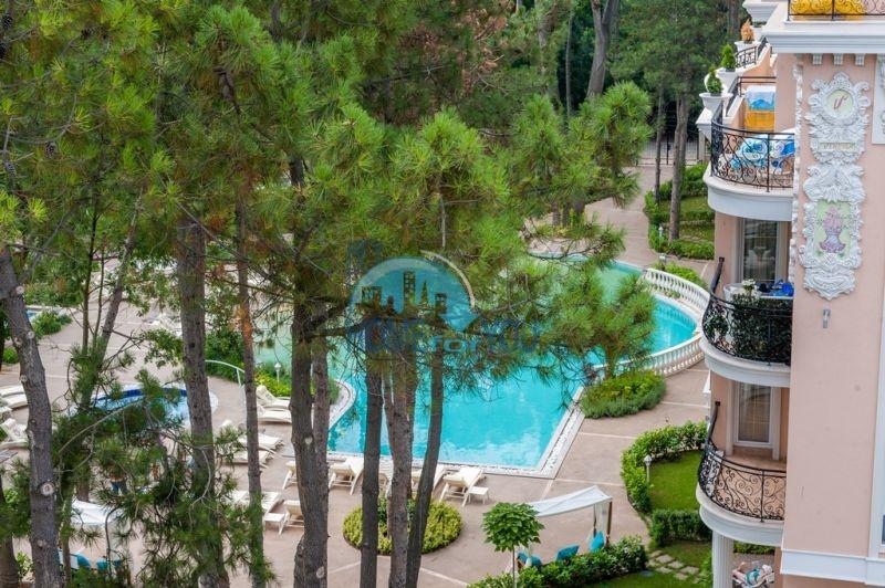 Двухкомнатная квартира в элитном комплексе на курорте Солнечный берег 9