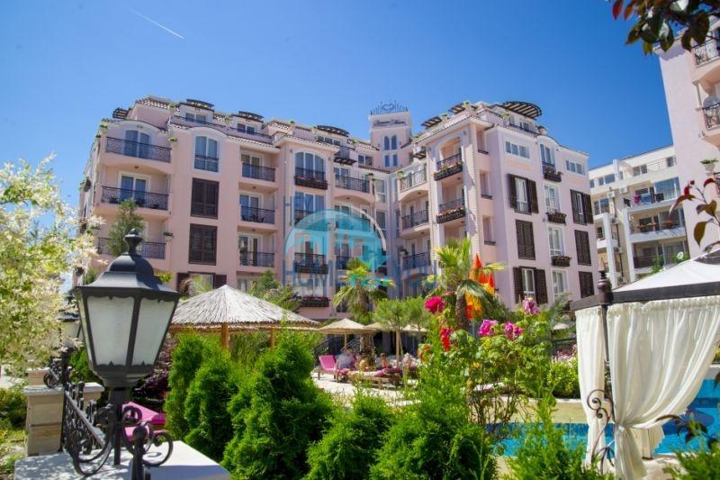 Двухкомнатная квартира в элитном комплексе на курорте Солнечный берег