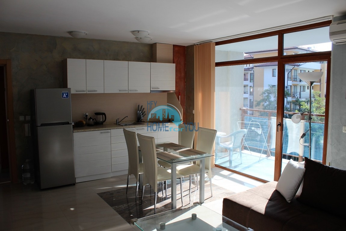 Просторная меблированная квартира с одной спальней - Солнечный берег