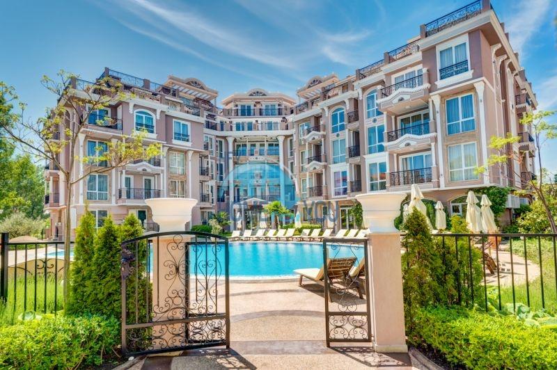 Компактная двухкомнатная квартира в элитном комплексе на Солнечном берегу
