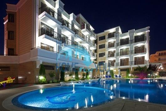 Чудові апартаменти в облаштованому комплексі закритого типу «Villa Valencia» на курорті Сонячний берег3003
