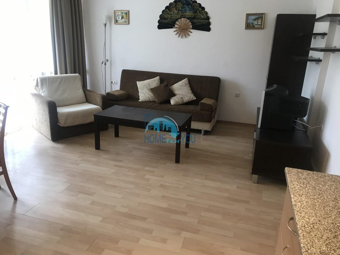 Меблированная двухкомнатная квартира с двумя террасами на Солнечном берегу