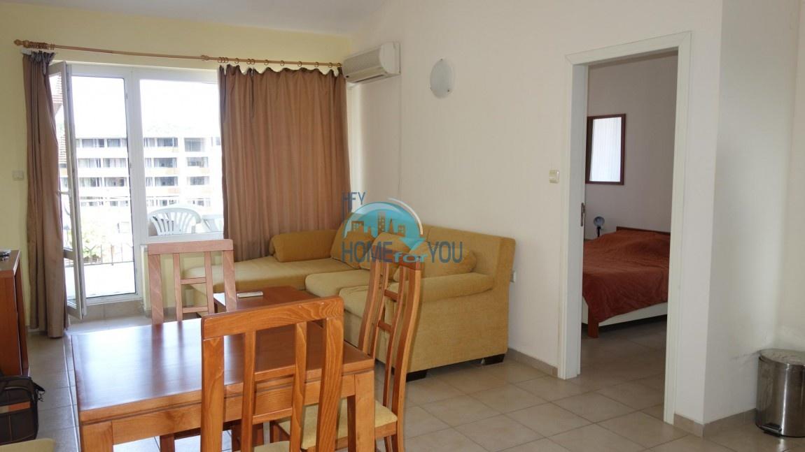 Меблированная двухкомнатная квартира в комплексе Форум 1, Солнечный берег