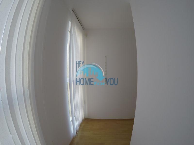 Меблированная трехкомнатная квартира по доступной цене в центре курорта 4