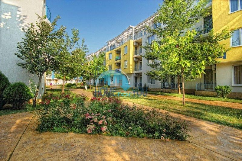 Меблированная трехкомнатная квартира по доступной цене в центре курорта 10