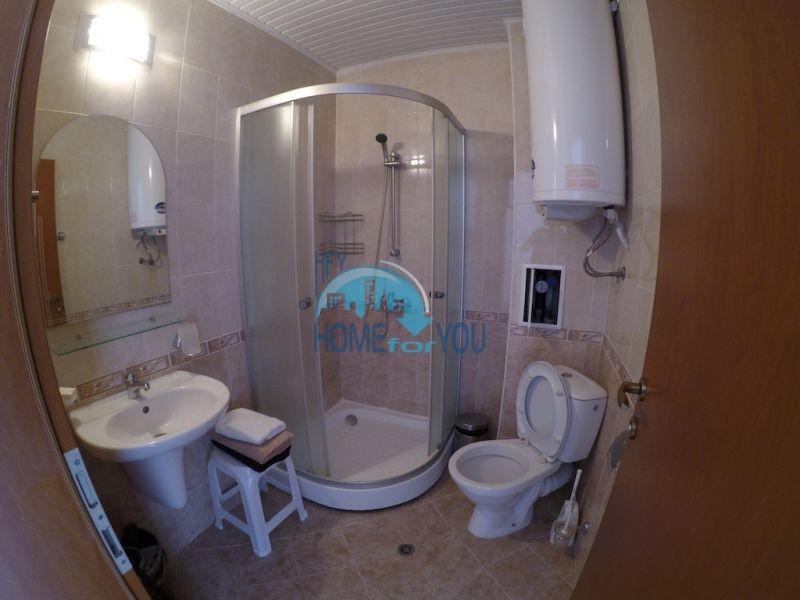 Меблированная трехкомнатная квартира по доступной цене в центре курорта 5