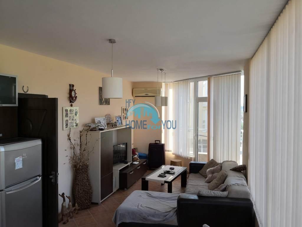 Меблированная трехкомнатная квартира в центре Солнечнего берега