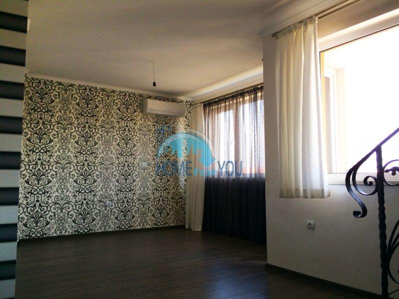 Недорогая четырехкомнатная квартира на Солнечном берегу 9