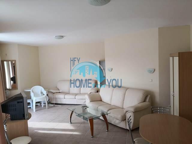 Огромная двухкомнатная квартира с большой террасой на Солнечном берегу