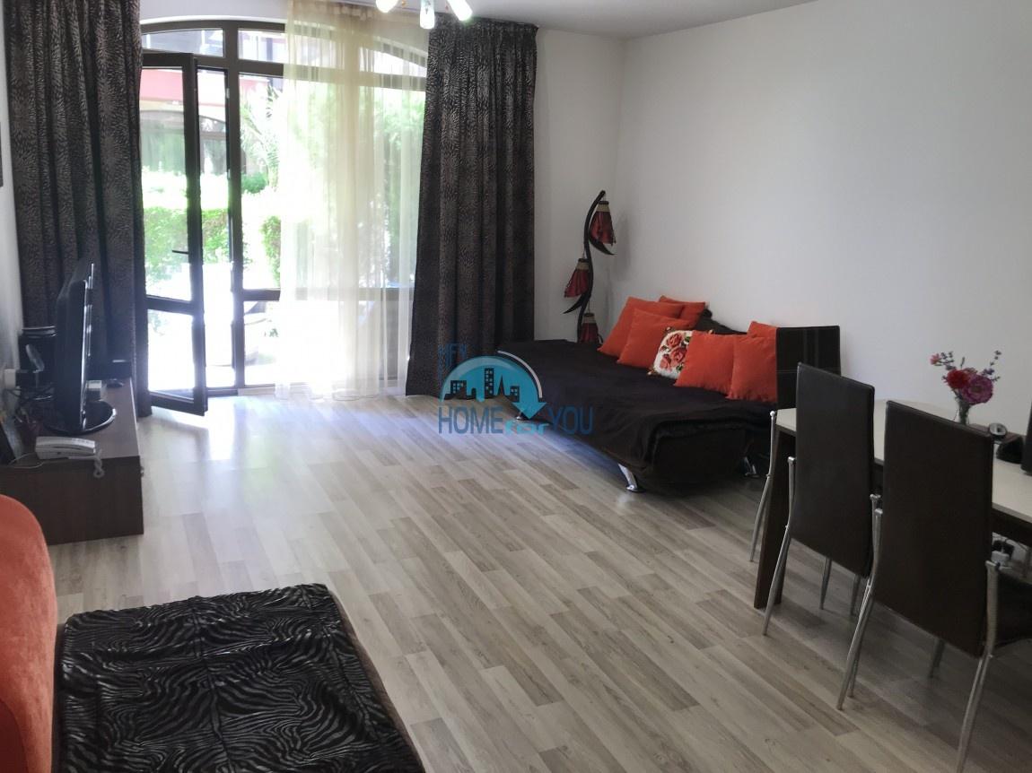 Отличная двухкомнатна квартира с  личным двориком на Солнечном берегу