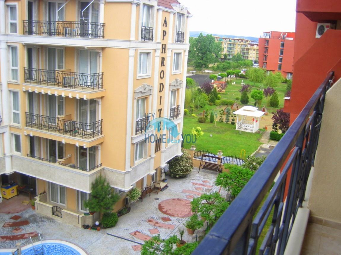 Отличная двухкомнатная квартира с двумя балконами на Солнечном берегу