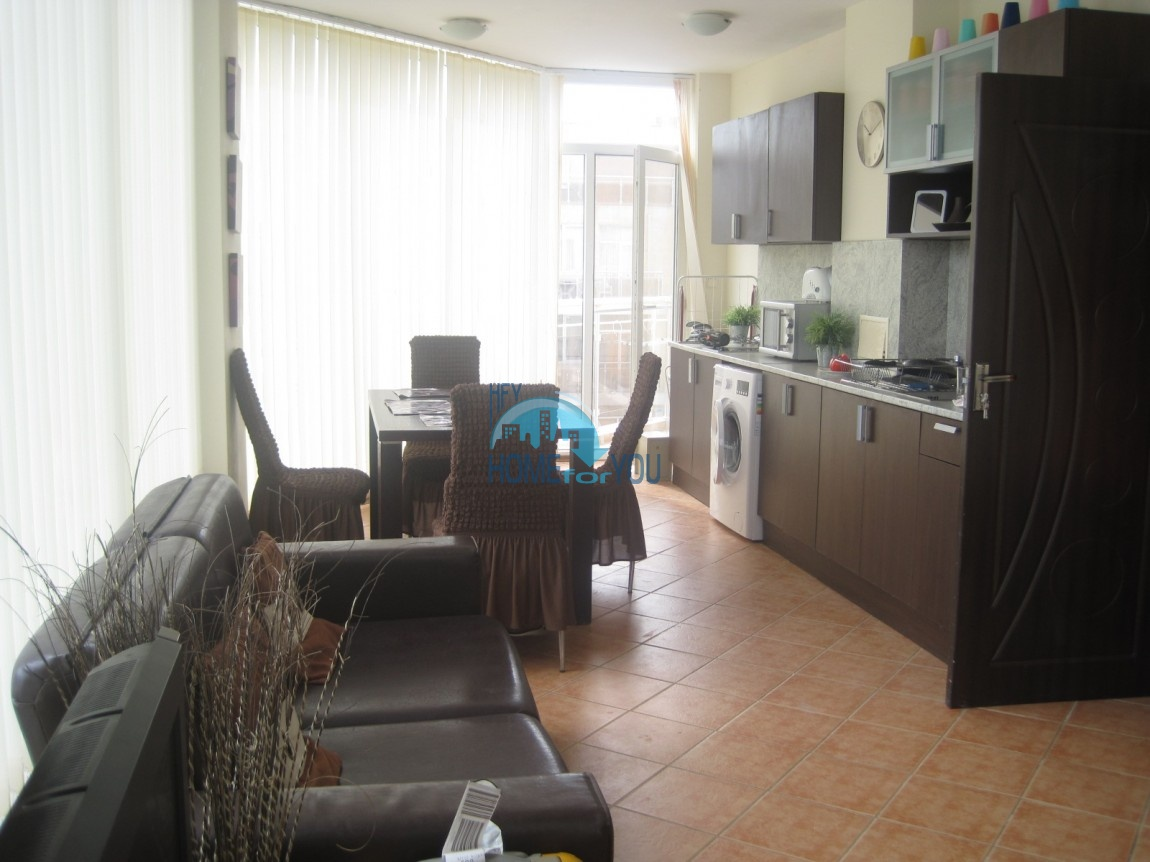 Отличная трехкомнатная квартира в комплексе Балкан Бриз, Солнечный берег