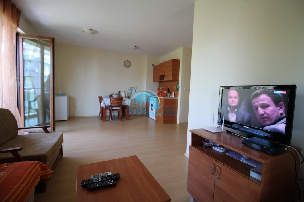 Просторная двухкомнатная квартира с большой террасой на Солнечном берегу