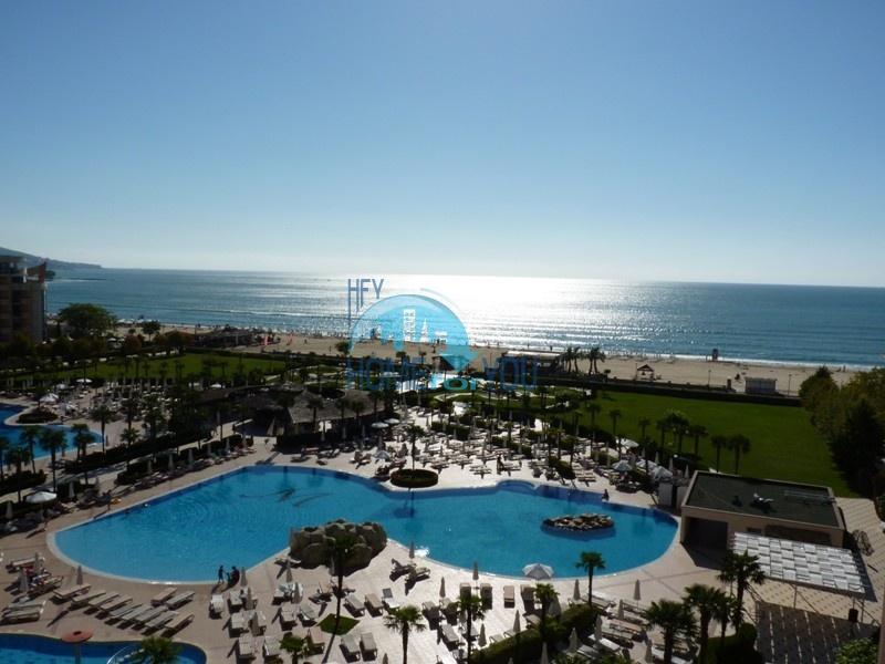 Просторная двухкомнатная квартира с прекрасным видом на море на Солнечном берегу
