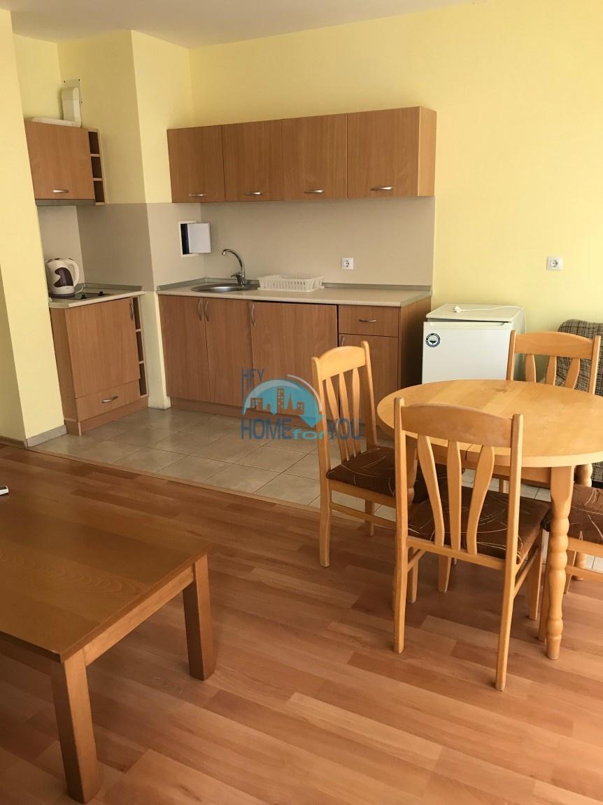Просторная, меблированная трехкомнатная квартира на Солнечном берегу