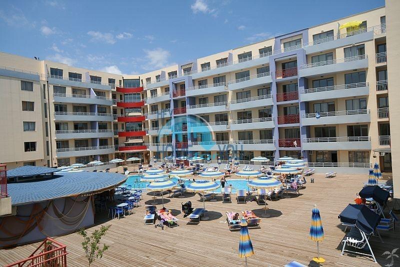 Трехкомнатная квартира в жилом комплексе в центре курорта