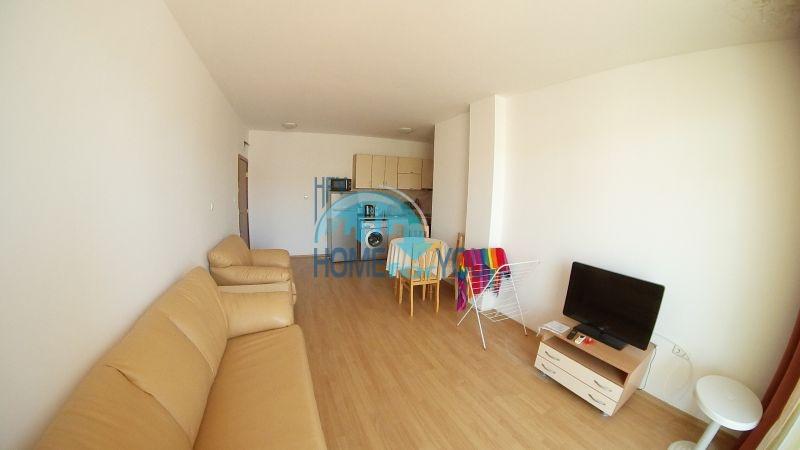 Уютная двухкомнатная квартира по доступной цене на курорте Солнечный берег 5