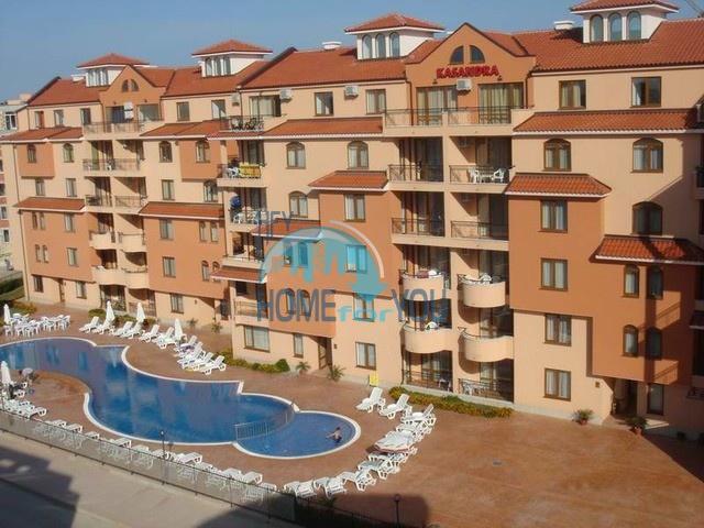 Уютная двухкомнатная квартира с большой террасой на Солнечном берегу
