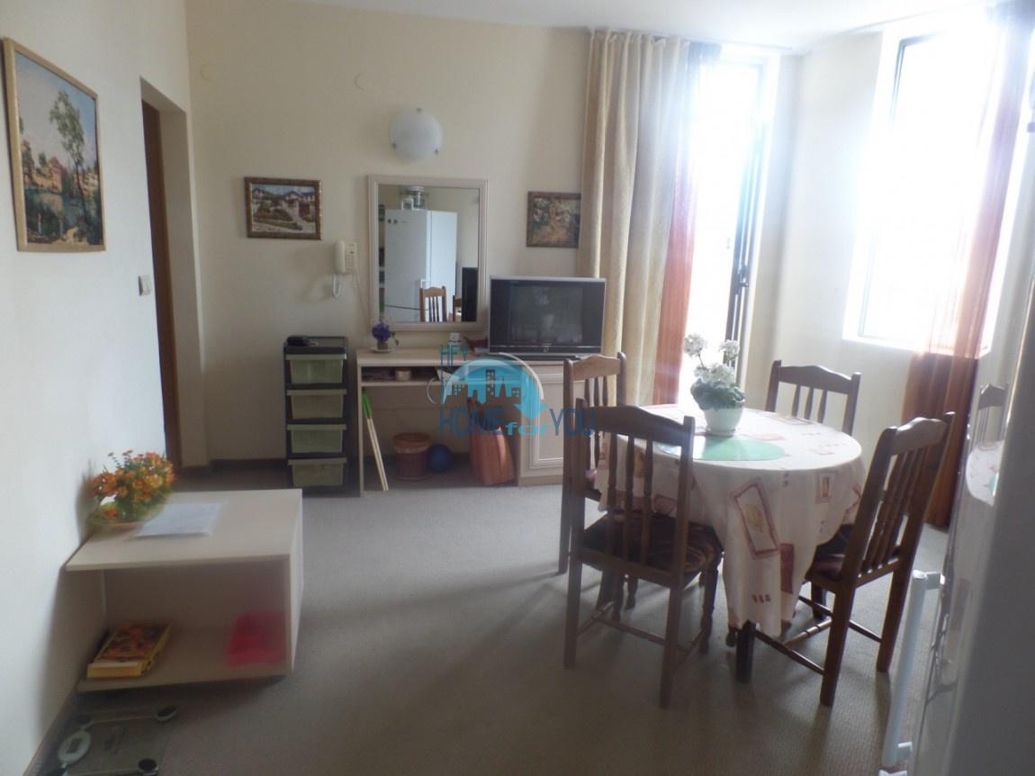 Уютная двухкомнатная квартира с большой террасой, в комплексе Авалон, Солнечный берег