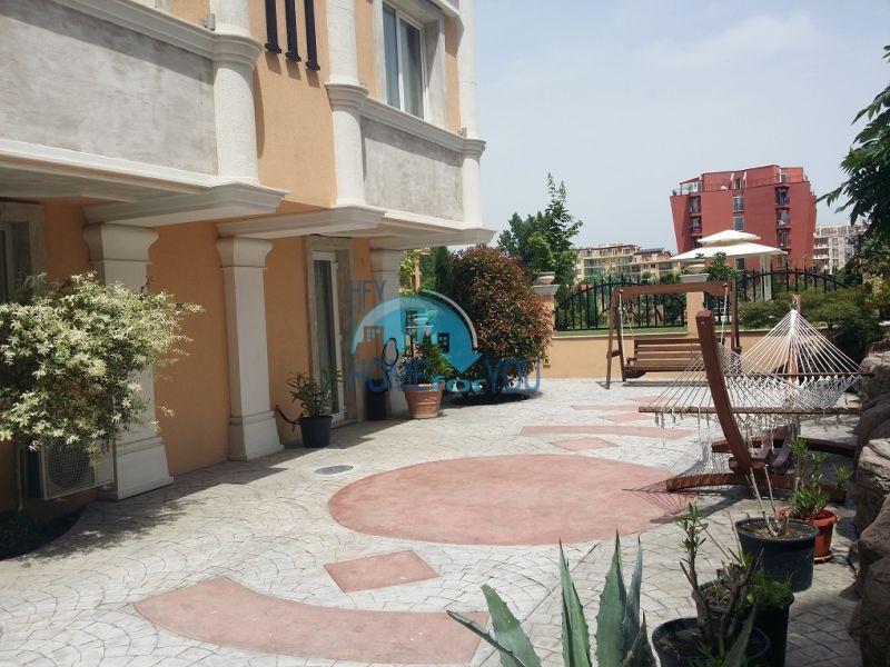 Уютная двухкомнатная квартира в элитном комплексе в центре курорта 19