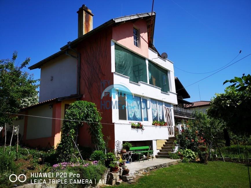 Двухэтажный дом с двором и видом на горы недалеко от Созополя