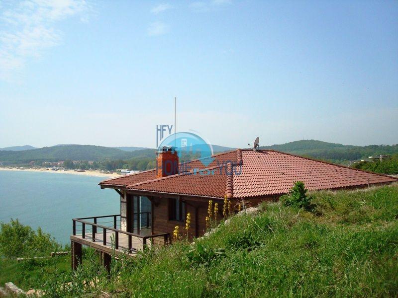 Двухэтажный меблированный дом у моря в городе Созополь