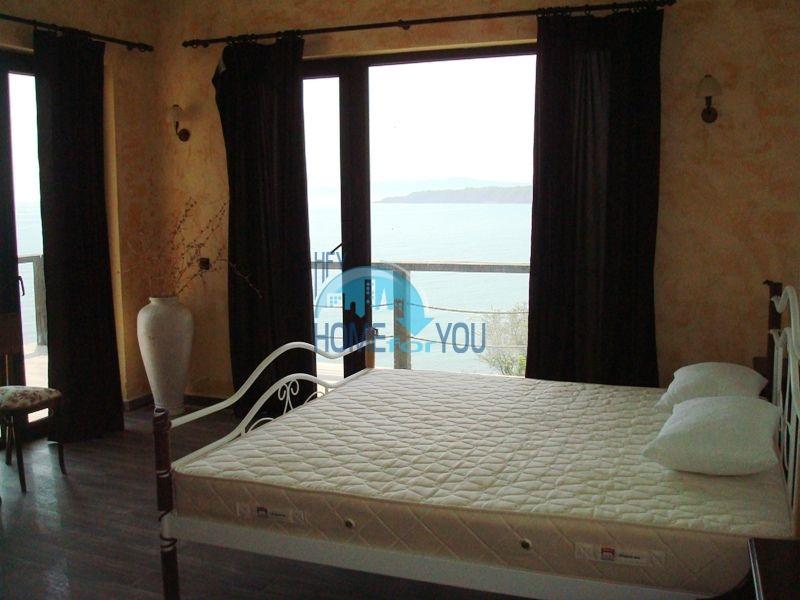 Двухэтажный меблированный дом у моря в городе Созополь 42