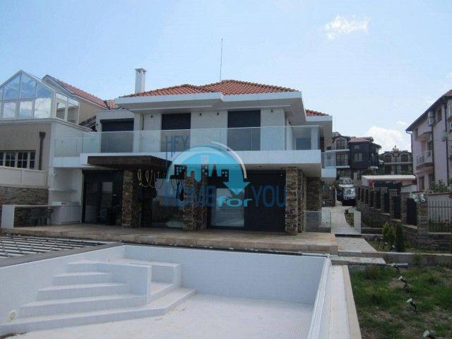 Элитный новый двухэтажный дом у моря в городе Созополь