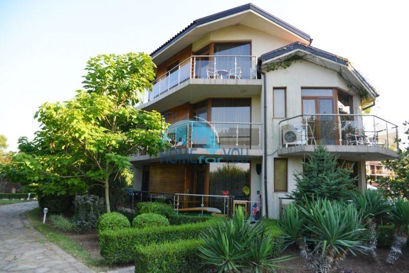 Просторная трехкомнатная квартира с прямым видом на море
