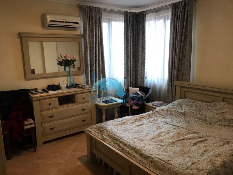 Красивая трехкомнатная квартира с видом на море в Святом Власе